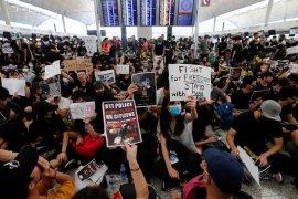 Perenang Siman Sudartawa dkk tertahan di Hong Kong