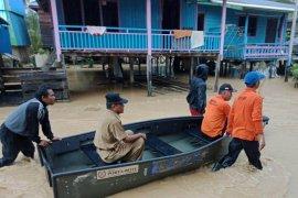 Intensitas hujan tinggi, warga waspada bencana banjir dan tanah longsor