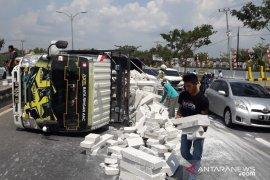 Polantas tindak angkutan berlebih yang membahayakan
