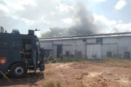 Gudang bekas milik PT Koba Tin di Kabupaten Bangka Tengah terbakar