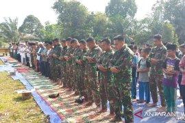 Warga Kumpeh Ulu Muarojambi bersama TNI-POLRI gelar Sholat Istisqo