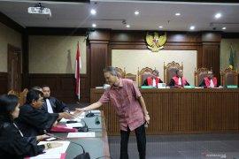 Terima suap, Direktur PT Krakatau Steel didakwa penjara minimal 4 tahun