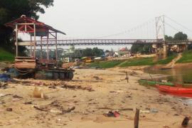 Melihat Sungai Kapuas mengering di Kabupaten Sanggau