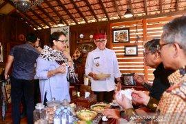 Menteri Retno jajal kuliner khas Banyuwangi