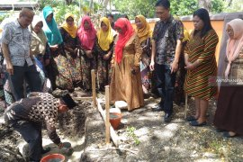 Pemkab Gorontalo Utara terus tingkatkan sarana-prasarana SD-SMP