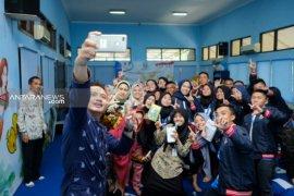 """SMN asal Gorontalo antusias ikut bedah buku """"Bingkai Anak Negeri"""" di Surabaya"""