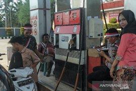 'Aparat Berseragam' layani Pelanggan SPBU Aekkanopan