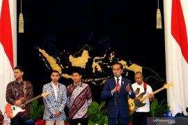 Siswa asal Sulsel dapat sepatu dari Presiden Jokowi