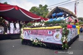 Parade mobil hias meriahkan perayaan hari kemerdekaan di Purwakarta