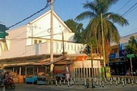 Simpang Lima Kota Tua Ampenan Page 1 Small