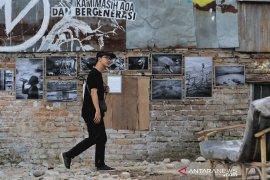 Pameran foto di reruntuhan korban relokasi Tamansari