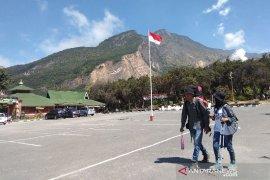 Pendaki rayakan Kemerdekaan Indonesia di Gunung Papandayan