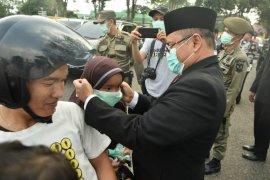 Wakil Wali Kota bagikan masker