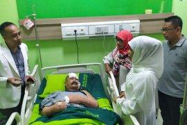 Gubernur Jatim jenguk polisi korban penyerangan