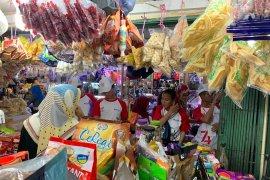 Peserta SMN Yogyakarta belanja ke lokasi wisata Pasar Bawah Pekanbaru