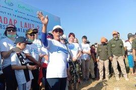 Gerakan masyarakat bersihkan sampah laut dipimpin Menteri Susi