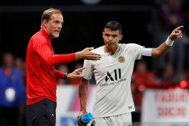 Thiago Silva dan Ander Herrera  akan lama absen bela PSG karena cedera