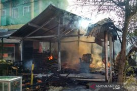 Satu unit kios buah hangus terbakar di Rukoh, Banda Aceh