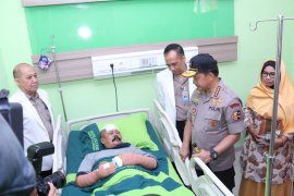 Kapolri jenguk anggota Polsek Wonokromo korban penyerangan
