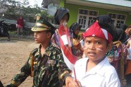 Siswa sekolah di Lampung Timur masih merayakan HUT Kemerdekaan Page 3 Small