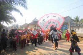 Siswa sekolah di Lampung Timur  merayakan HUT Kemerdekaan dengan pawai Page 1 Small