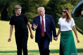 Barron positif COVID-19,  Trump sarankan sekolah dibuka lagi