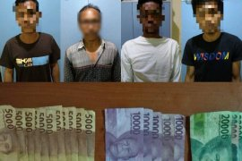 Empat warga diduga sedang judi ditangkap Polsek Labuan