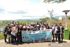 Peserta SMN-2019 Jawa Tengah Kunjungi Wisata Alam-Budaya Sulut Page 1 Small