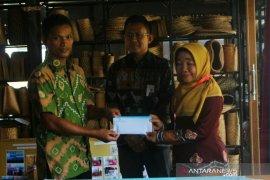 Bank Kalsel teken MoU dengan perajin eceng gondok