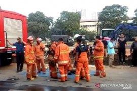 13 mobil damkar padamkan kebakaran gudang  peluru Polda Metro Jaya