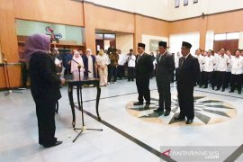 Ade Yasin minta direksi  Pasar Tohaga saingi manajemen pasar modern