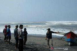Tim gabungan masih cari dua nelayan Cianjur yang tenggelam