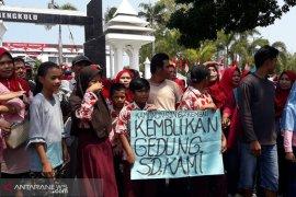 Wali murid SD 62 Kota Bengkulu akan mengadu ke Jokowi