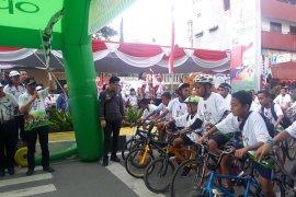 Ribuan peserta ikut gowes nusantara digelar Kemenpora di Ambon