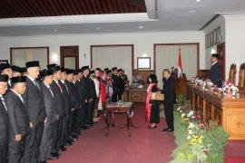 49 anggota DPRD Tulungagung dilantik, seorang ditunda