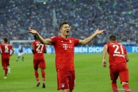 Tiga gol Lewandowski antarkan Munchen gasak Schalke 3-0
