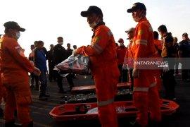 Nelayan Lamongan selamatkan dua penumpang KM Santika Nusantara
