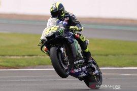Rossi membelah jalanan kota, mudik bawa motor M1 ke kampung halamannya