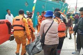 Jasad nelayan Sanusi ditemukan 30 kilometer dari lokasi tenggelam