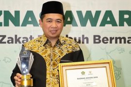 Wali Kota Banjarmasin terima penghargaan Baznas Award 2019
