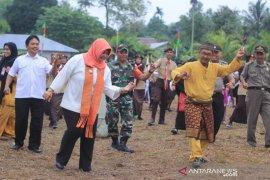 Hairiah ikuti tandak massal di Karnaval Akbar Sungai Baru