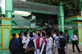 Kepsek Yayasan Amal Sosial Al Jamiyatul Washliyah bantah lecehkan siswi