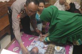 Polisi buru pembuang bayi di Kudus
