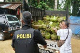 Polisi gerebek gudang pengoplosan LPG 3 kg di Langkat
