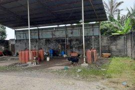 Empat tersangka pengoplos gas elpiji ditangkap