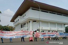 Kejati Jabar didesak tuntaskan kasus dugaan korupsi PDAM Karawang