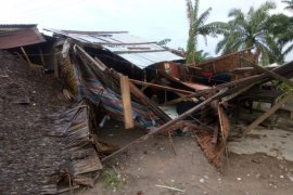 Lima rumah warga Langkat dilanda  angin kencang