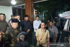 Jenazah Siti Habibah tiba di Puri Cikeas disambut SBY dan AHY