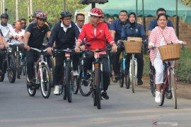 Presiden Jokowi ke Borobudur dengan bersepeda