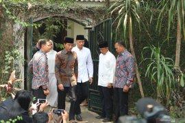 Presiden Jokowi melayat ke Puri Cikeas Bogor